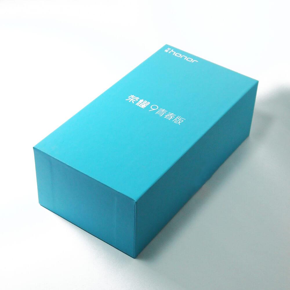 Honor 9 Liteのパッケージはとても爽やかでスタイリッシュな印象!性能は全然ライトじゃないのに名称はLiteです!