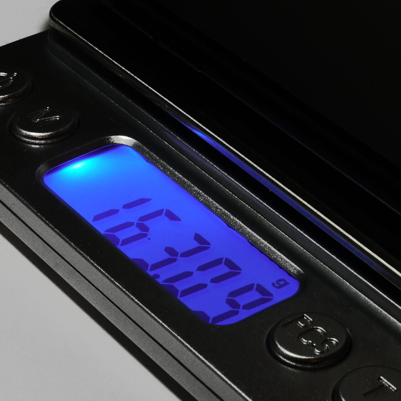 R11sの重さはわずか163g!!6インチもあるのに片手で持ってても全然疲れません!