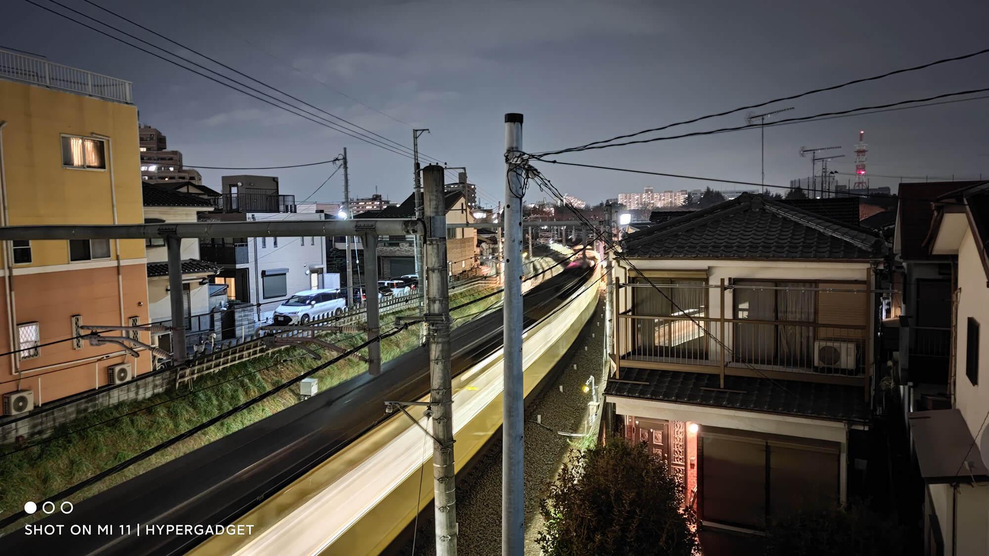 Xiaomi Mi 11で撮影した夜の電車