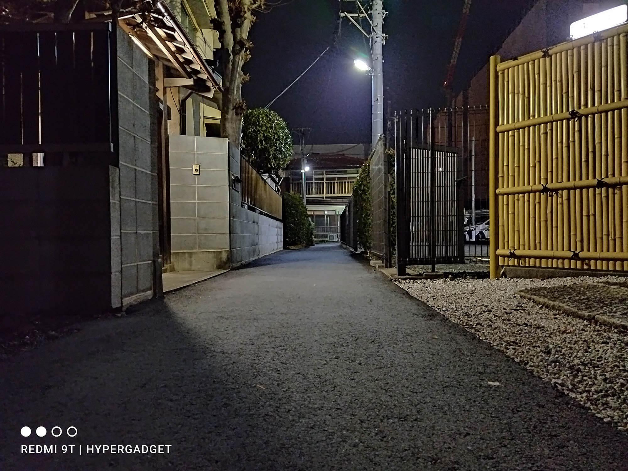 Xiaomi Redmi 9Tの夜景モードで撮影した町並みの写真