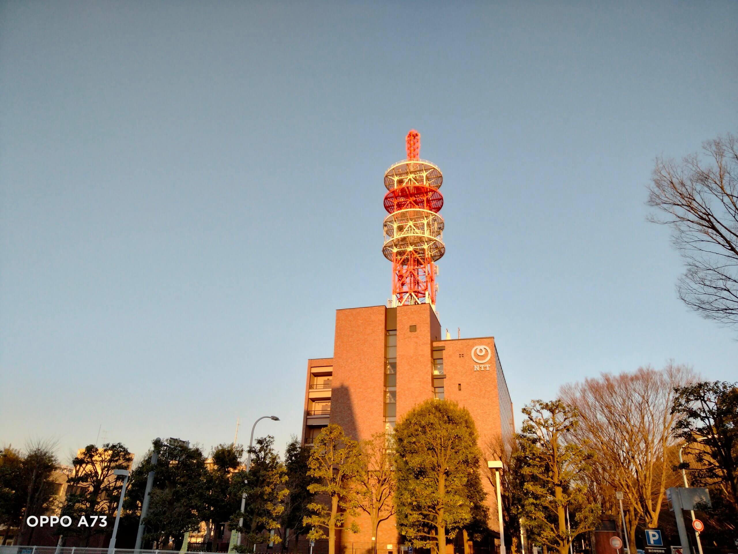OPPO A73で撮影した電波塔の画像