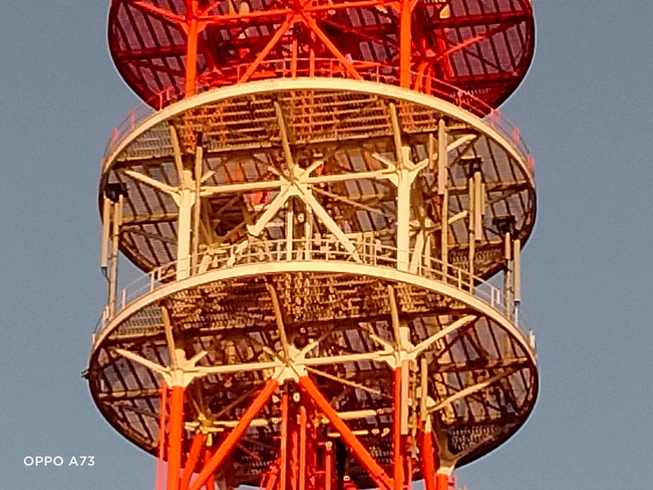 OPPO A73のデジタルズーム8倍で撮影した電波塔の画像