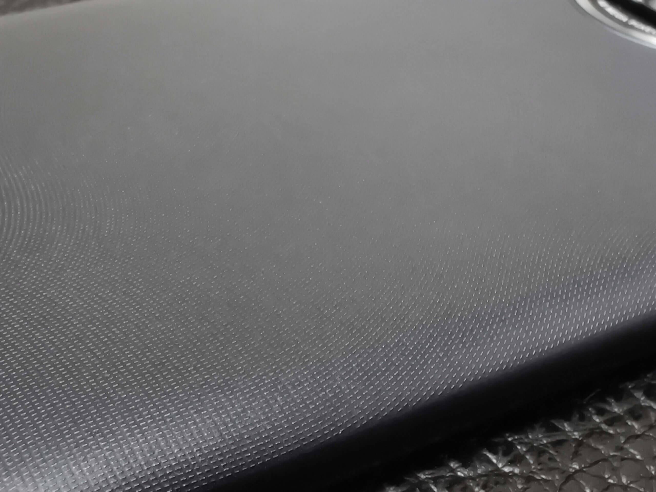 Redmi Note 9Tの加工はやや安っぽさを感じる