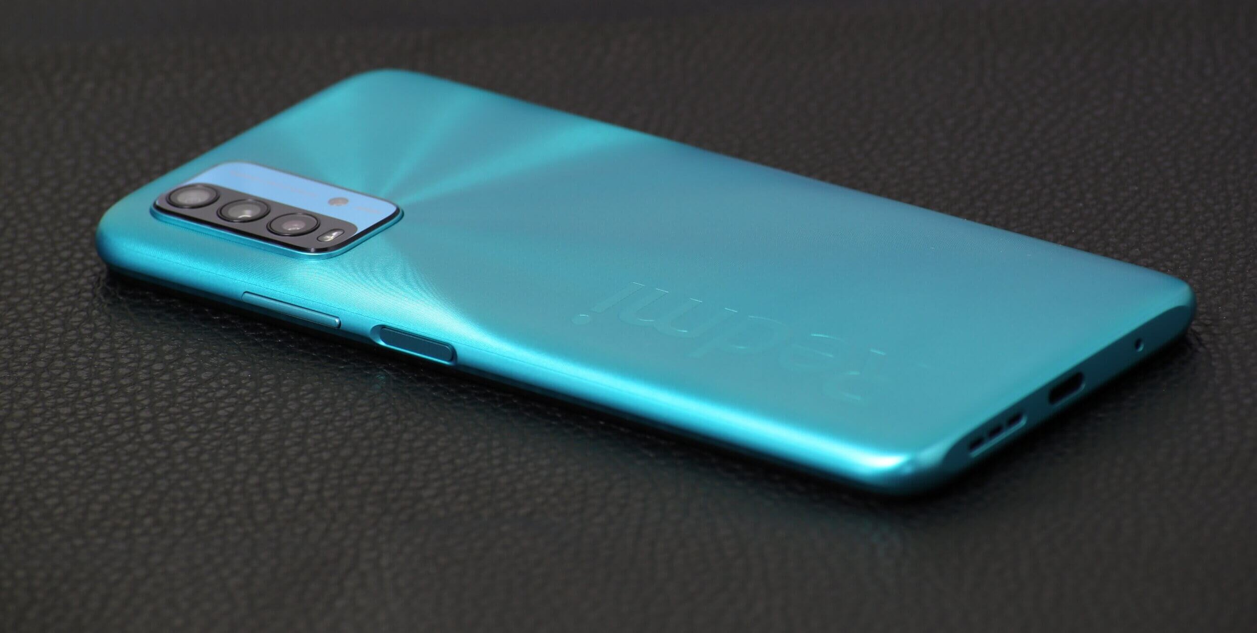 Redmi 9Tはプラスチック素材だがアルミニウムと間違えてしまいそうな高い質感