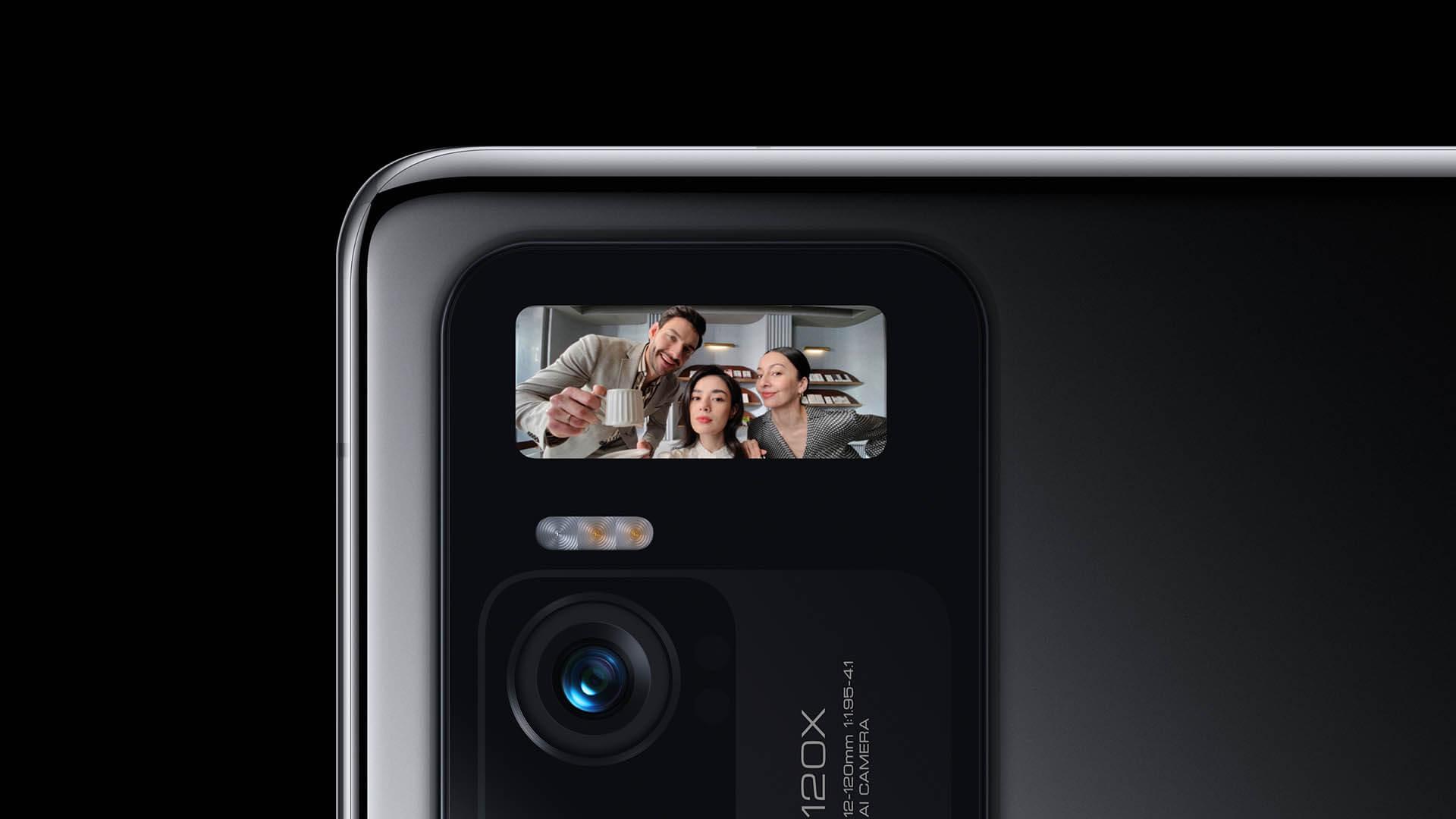 Xiaomi Mi 11 Ultraはサブディスプレイ搭載により背面カメラで自撮りが出来る