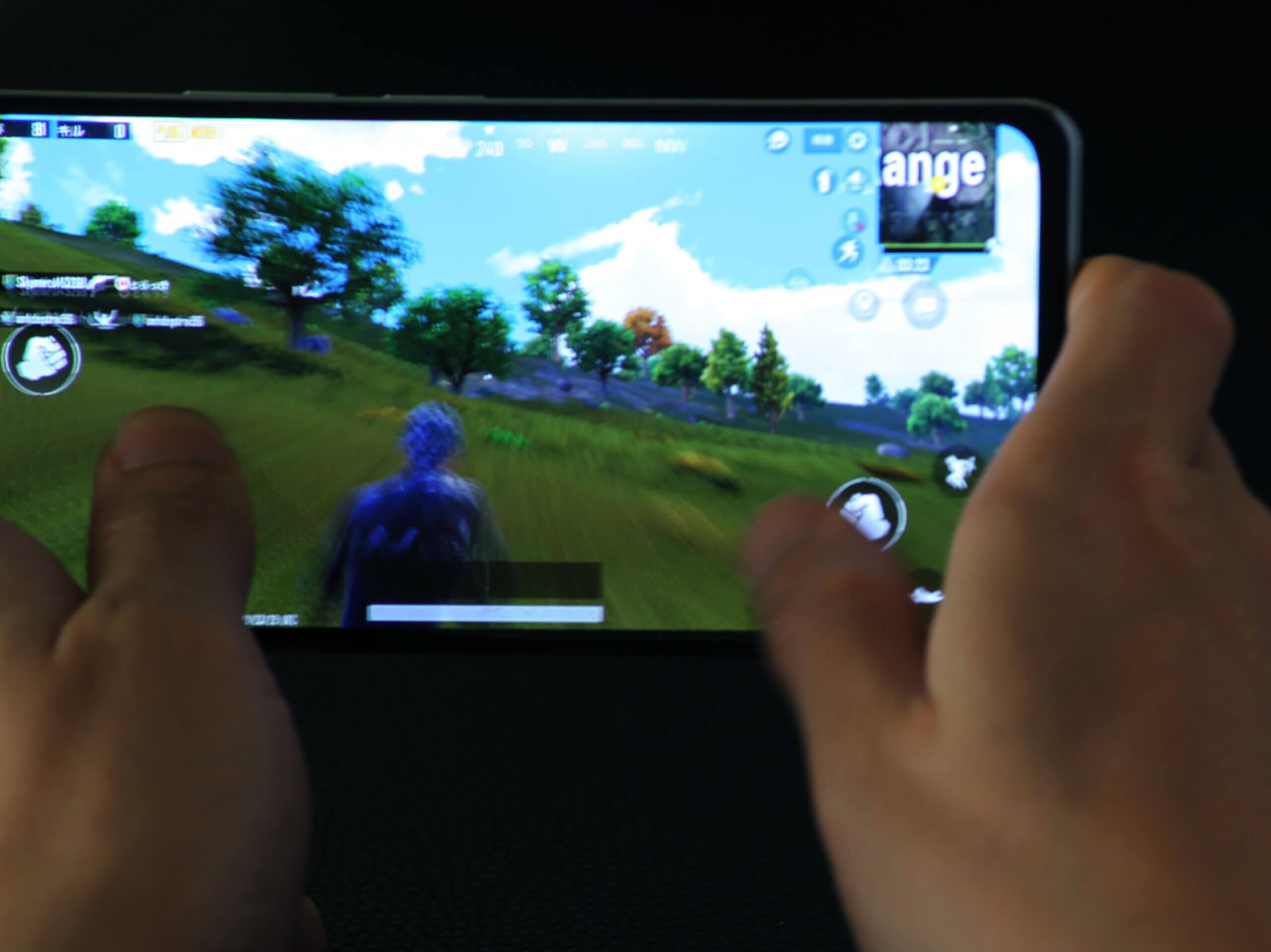 Xiaomi POCO F3は処理能力とタッチサンプリングレートが高いので指に吸い付くような操作が可能