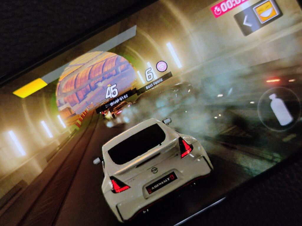 Redmi Note 10 Proは有機ELディスプレイなので動きの激しいゲームをプレイしても残像が発生しづらい