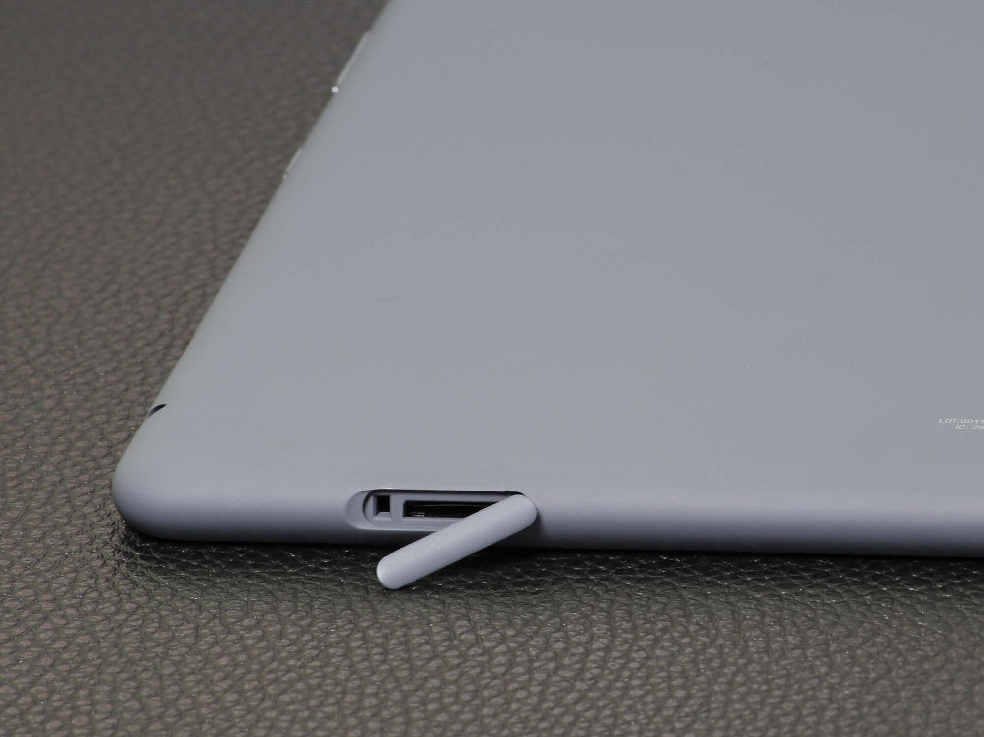 Fire HD 10 PlusのMicro SDカードスロット
