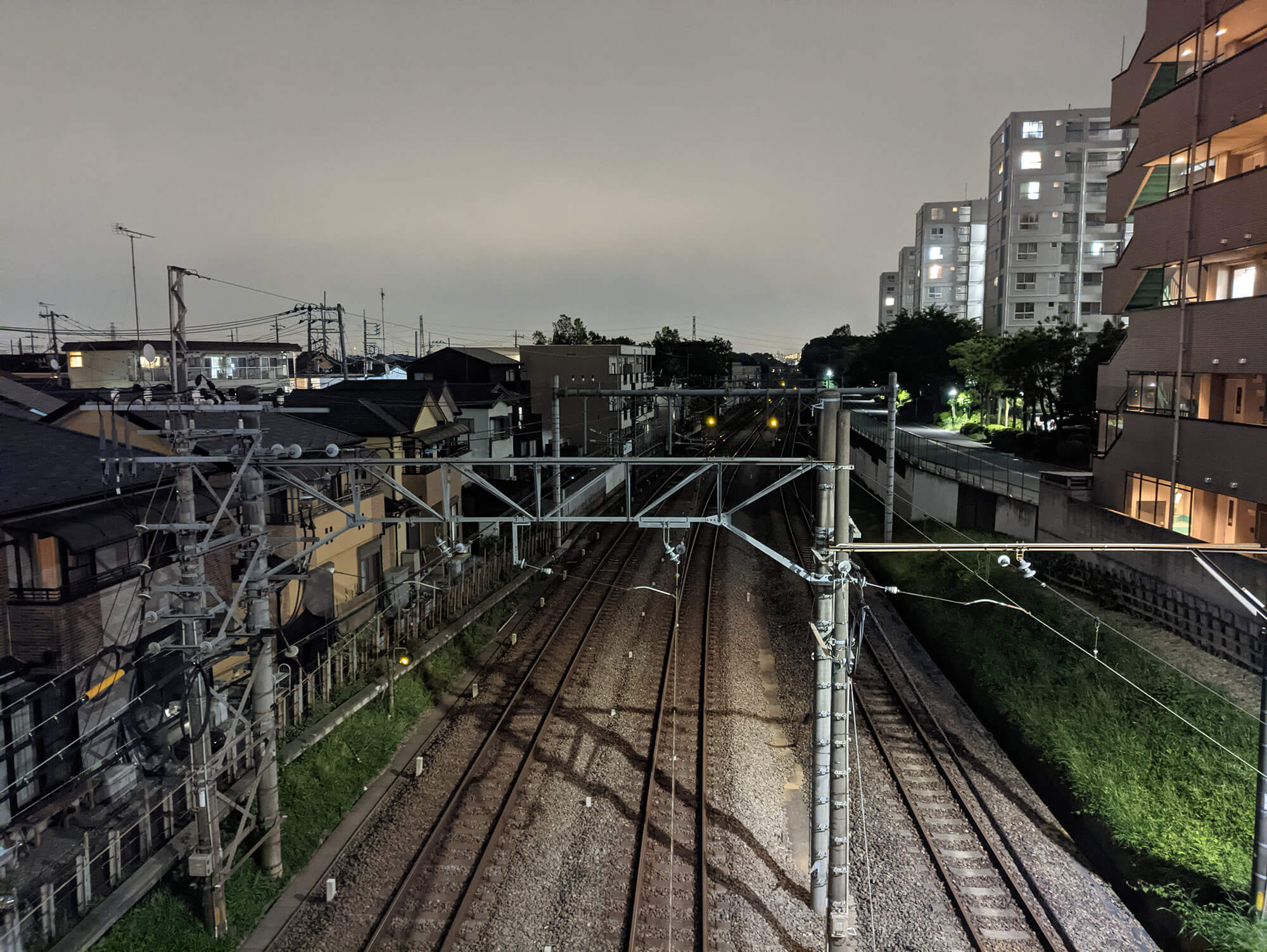 moto g30にGCamをインストールして撮影した線路沿いの画像