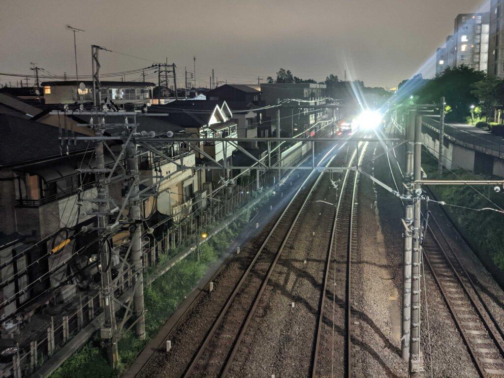 moto g30にGCamを入れて夜の電車を撮影